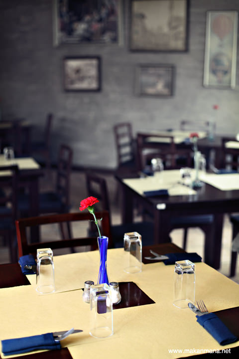 Trattoria dining table