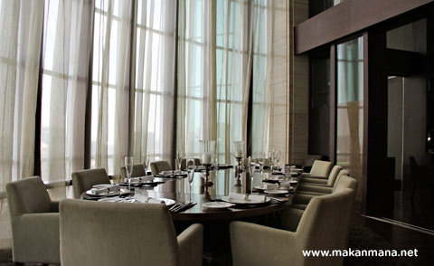 big oval table aryaduta the kitchen
