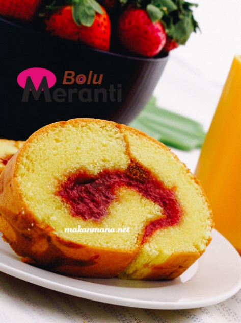 bolu gulung meranti strawberry slice