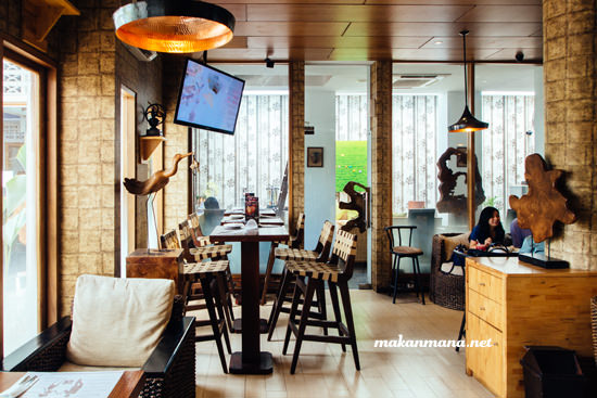 Interior utama Morning Glory Cafe