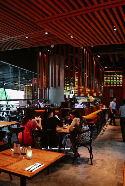 Indoornon smoking area & bar district 10