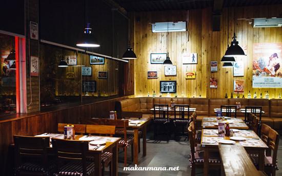 interior smokey ribs lantai 2
