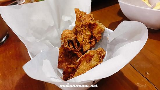Warung kopi Srikandi Kulit Ayam Krispi Warung Kopi Srikandi, Plaza Medan Fair