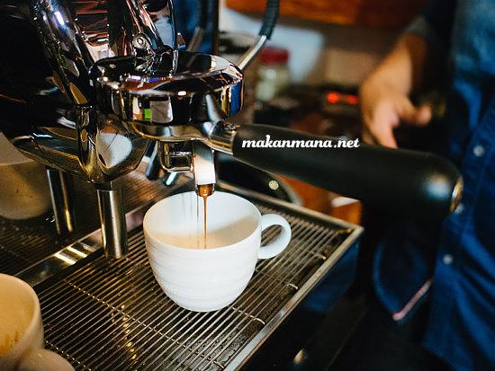 Brewing coffee Coffee knowledge with Ronald Prasanto, Pilastro