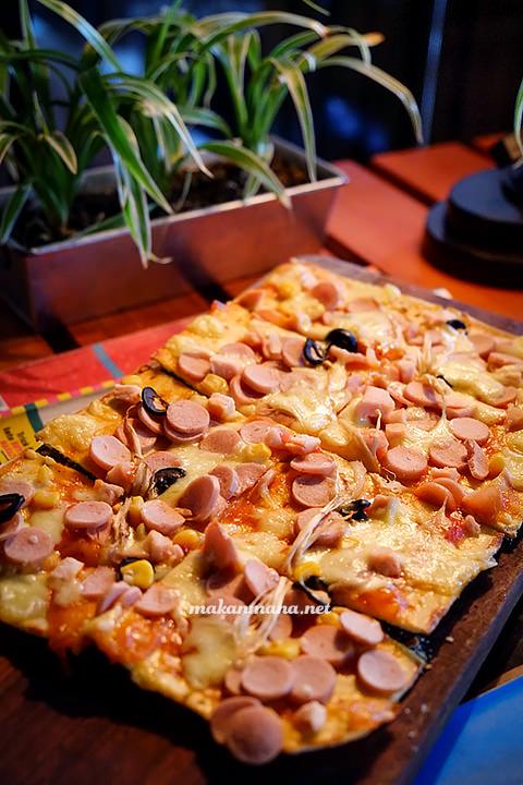 Posh Cafe Crispy Club Pizza