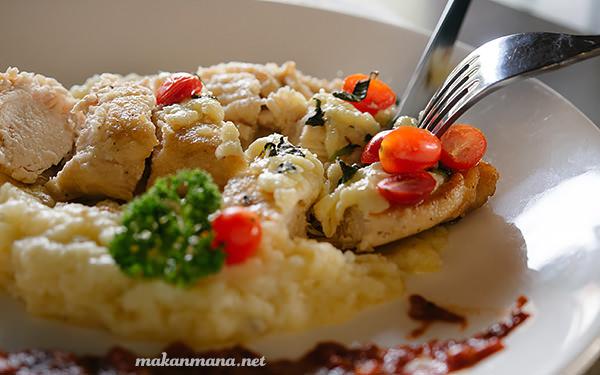 Escalope chicken with Arrabbiata sauce