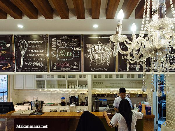 dine cafe focal point medan