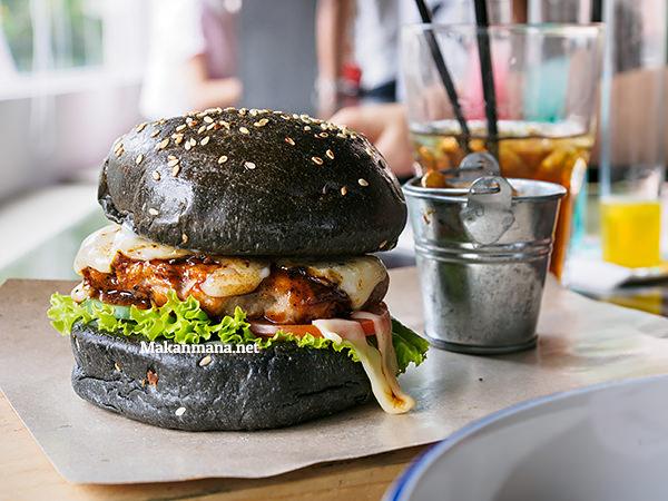black burger porky road 90 medan