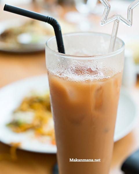 Apalagi kalau minumnya bukan teh tarik?