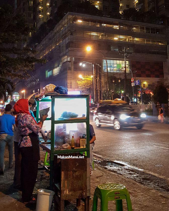 Ketoprak Jakarta diantara hiruk pikuk malam kota Medan