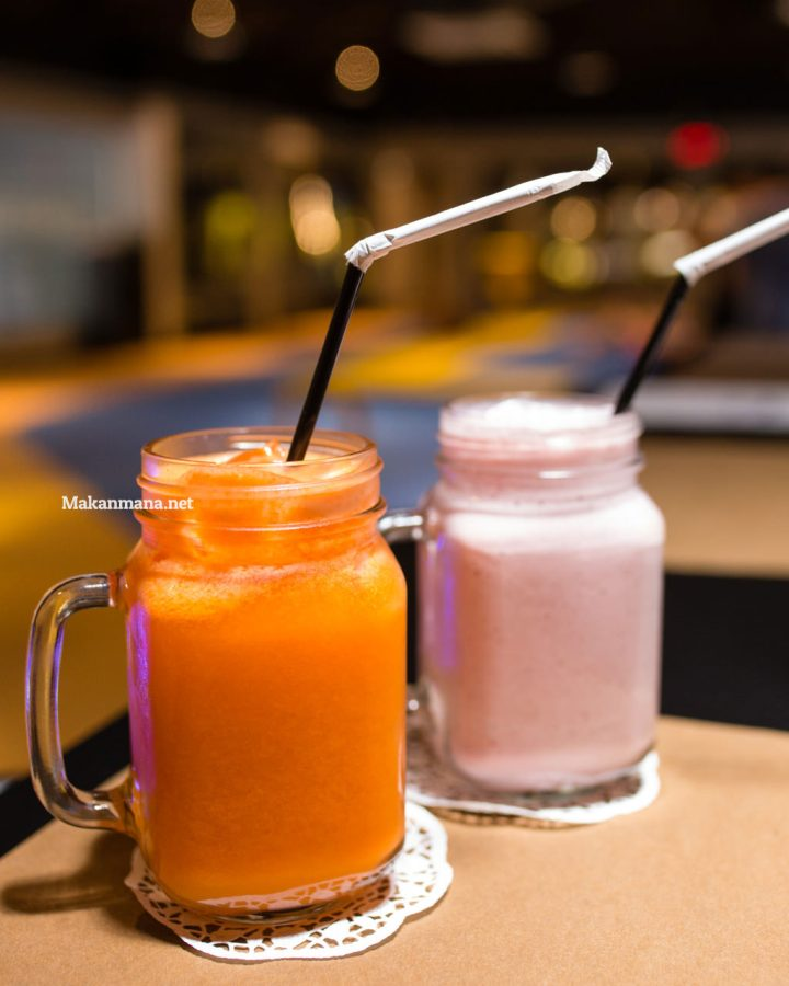 Orange Carrot (18rb) & Strawberry Shake (35rb)