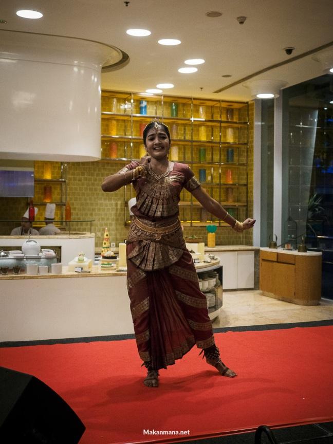 jw marriott indian dancer