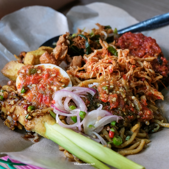 Tantang lidahmu di Nasi Pedas Bali Barong.