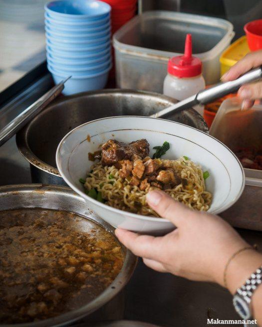proses pembuatan mie pangsit