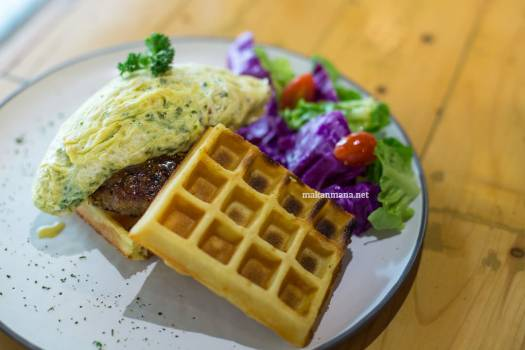 pilastro-beef-patty-scrambled-egg-waffle