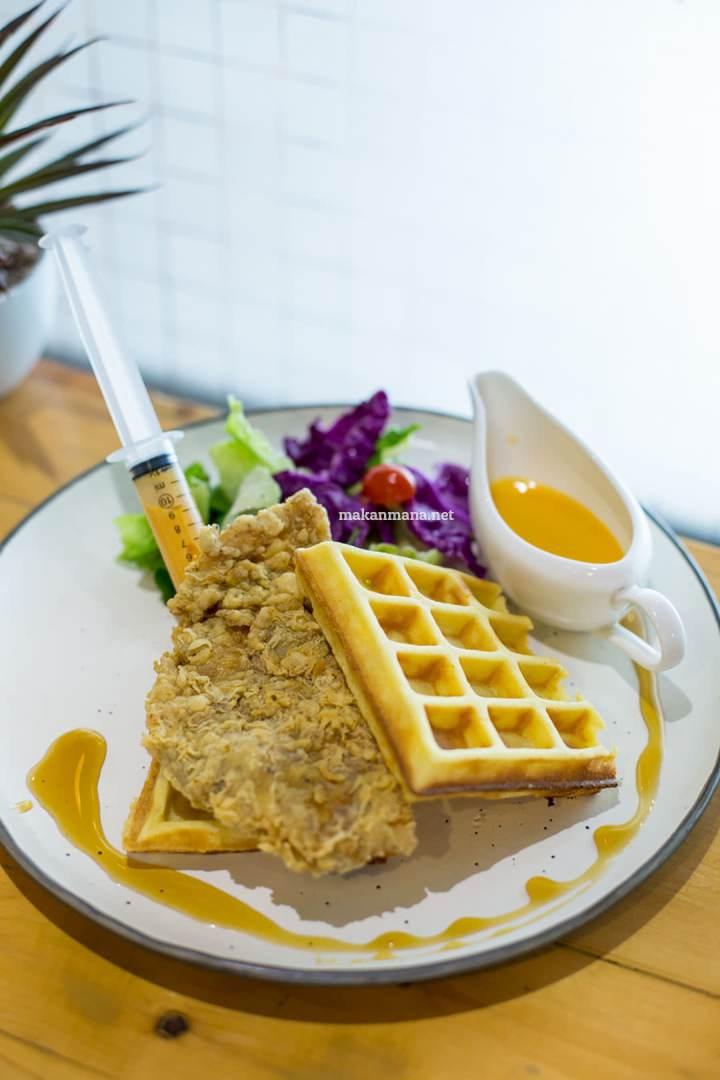 pilastro-chicken-salted-egg-yolk-waffle