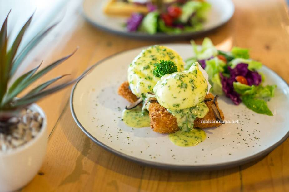 pilastro-dory-poached-egg-with-hollandaise-sauce