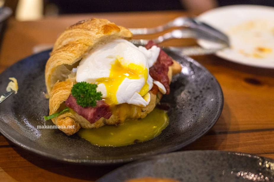 pilastro-poached-egg-bacon-croissant