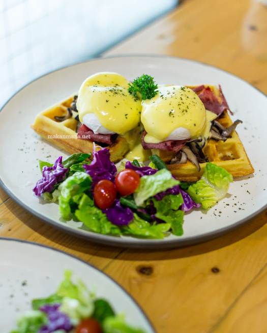 pilastro-poached-egg-bacon-waffle