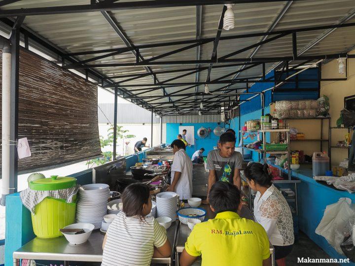 suasana-seafood-raja-laut