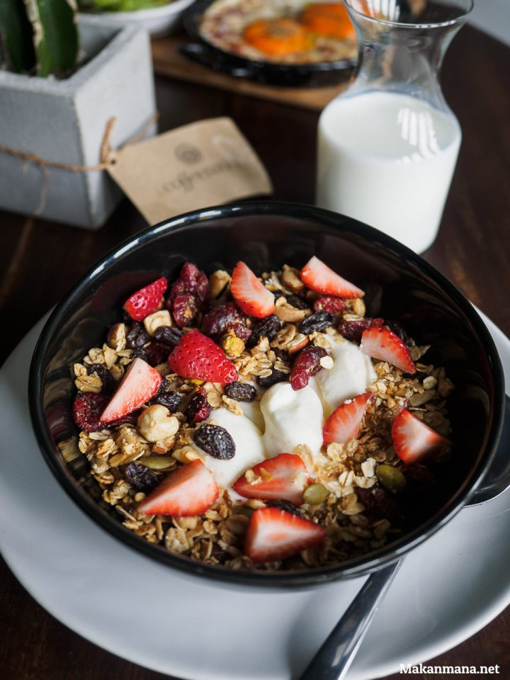 coffeenatics-toast-muesli