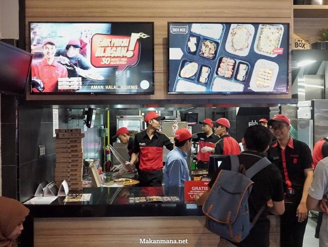 Laper tapi Mager? Dengan Pizza Hut Delivery #GakPakaiAlasan 30 Menit Dijamin Tiba